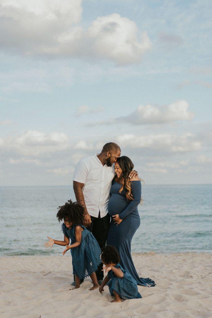 family beach maternity shoot inspiration