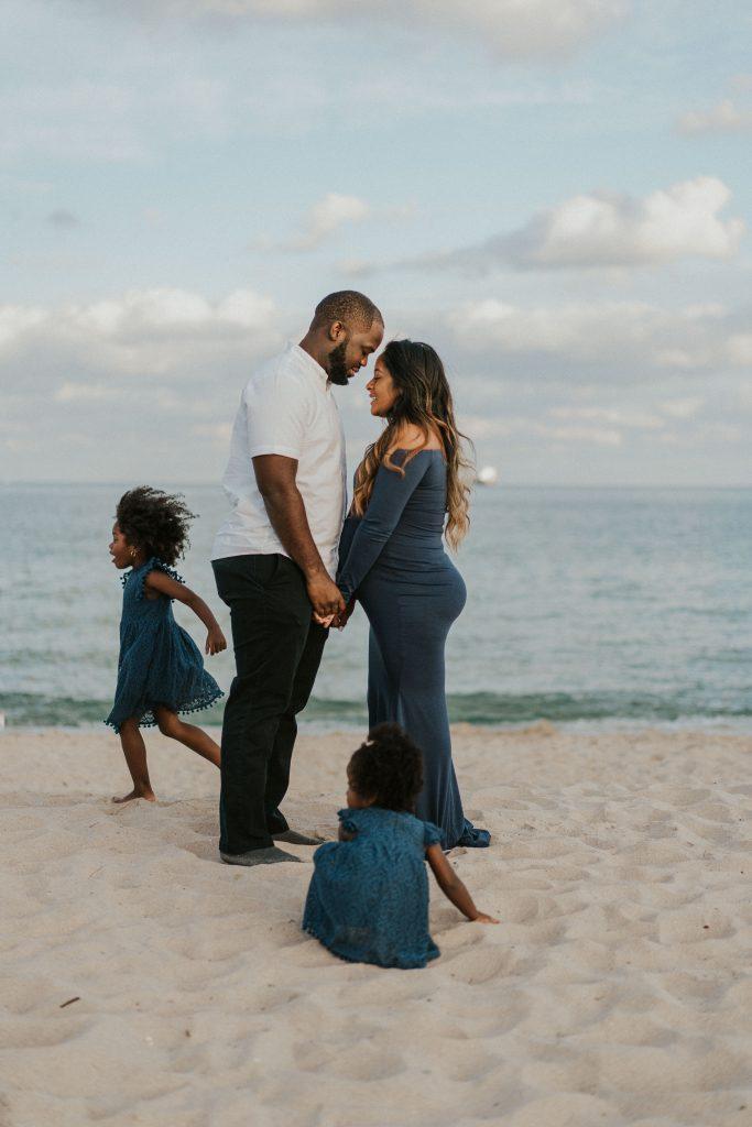 family beach maternity shoot inspiration in miami