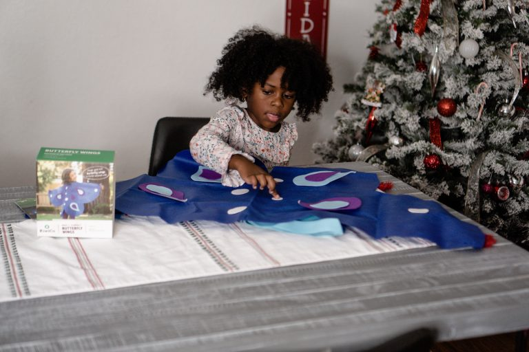 A Kiwico Subscription Box for Toddlers is a Great Screen-Free Gift Idea!